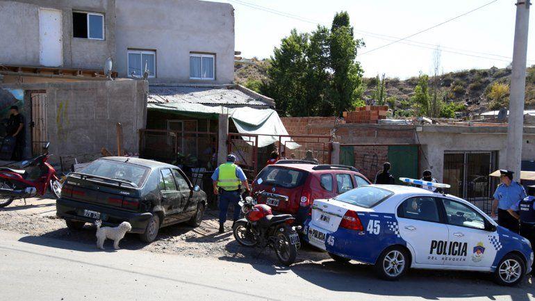 La Policía allanó la ferretería la mañana del jueves y secuestró de todo.