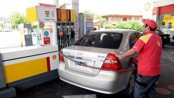 Los estacioneros esperan que en las próximas horas se aplique el nuevo valor de la nafta en la región.