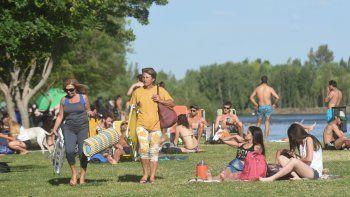 El fin de semana largo, y también ayer, los bañistas se adelantaron a la apertura oficial de la temporada.