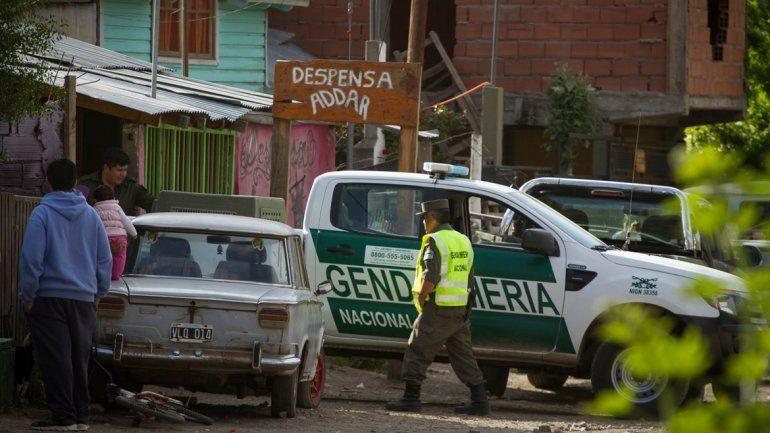 Gendarmería secuestró 236 paquetes. Por la tarde allanó una casa sobre calle Pil Pil (arriba)