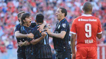 Racing espera a Independiente con dos goles de ventaja y medio pasaje asegurado a la Libertadores 2016.
