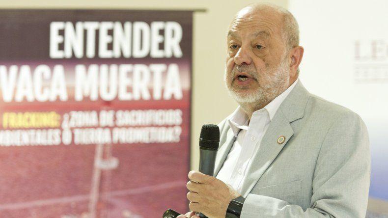 Luis Sapag presentó su libro Entender Vaca Muerta en la Legislatura