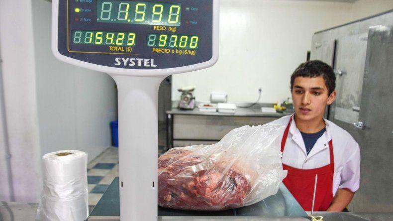 Algunos carniceros rechazaron comprar a mayoristas con aumento. Dicen que no quieren perder los clientes.