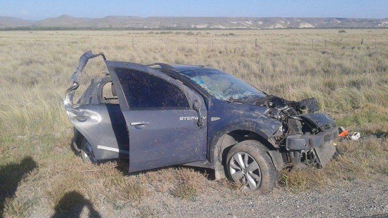 El auto podría haber volcado por un fuerte frente de vientos.