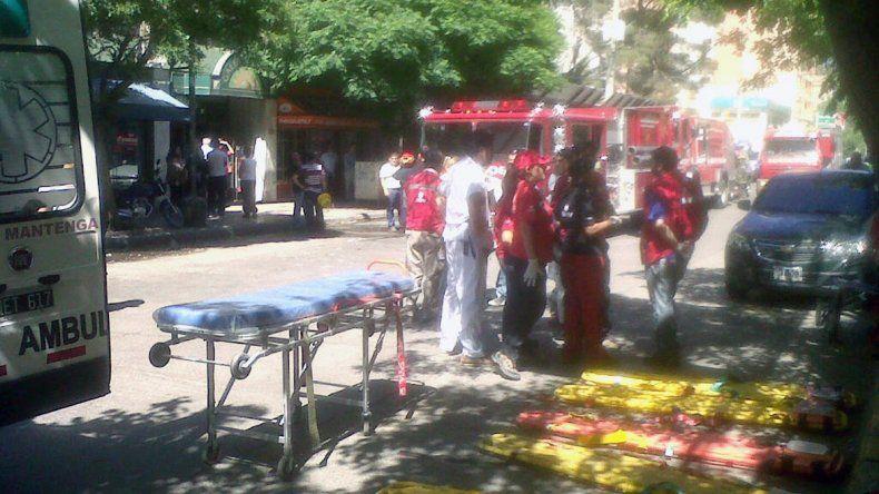 Un muerto y varios heridos al incendiarse un edificio en pleno centro