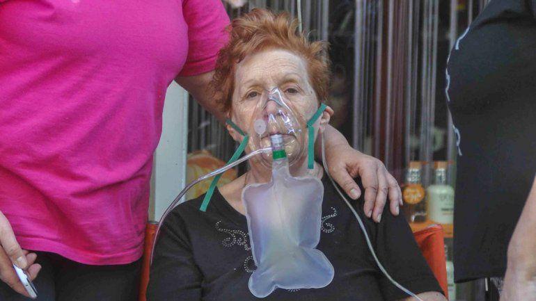 Irma el día del incendio. Tuvieron que asistirla con oxígeno.
