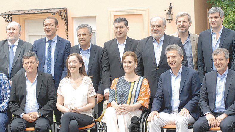 El gobernador posó para la foto de protocolo. Ya había estado con Macri apenas este se convirtió en presidente.