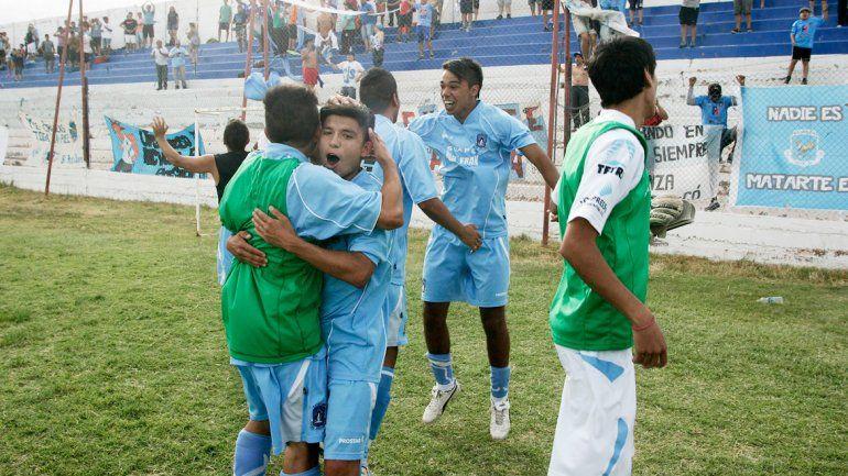 Centenario también festejó al vencer a El Porvenir.