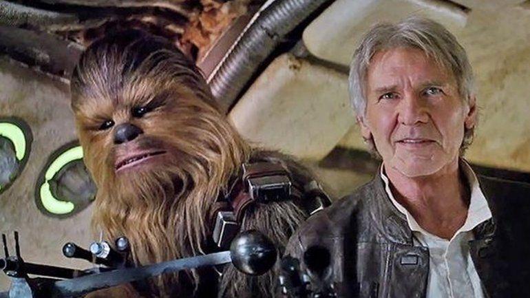 Han Solo y su inseparable amigo Chewbacca vuelven a ser parte de la saga. Su aparición fue el momento más emotivo del tráiler.