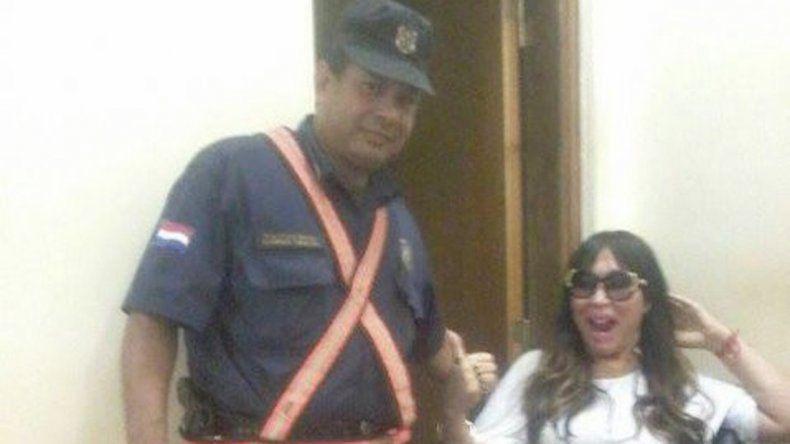 Cholulo: un policía se retrató junto a la diva.