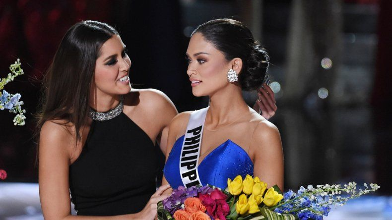 Miss Colombia saluda a Miss Flipinas