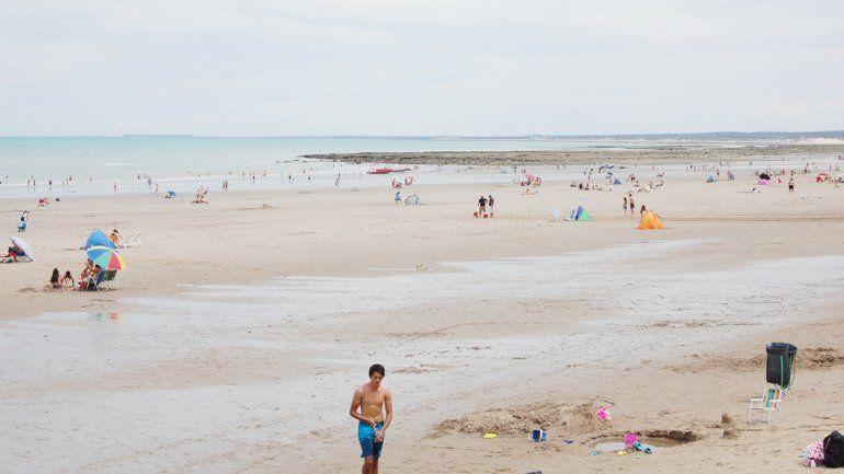 La playas amplias y el mar de agua cálida son los atractivos habituales. Desde hace algunas temporadas