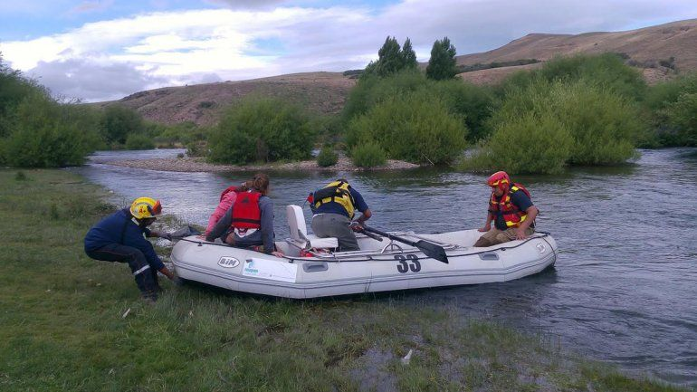 Rescataron a dos jóvenes de las aguas del río Chimehuin