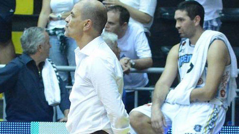 El entrenador se descontroló y luego pidió disculpas.