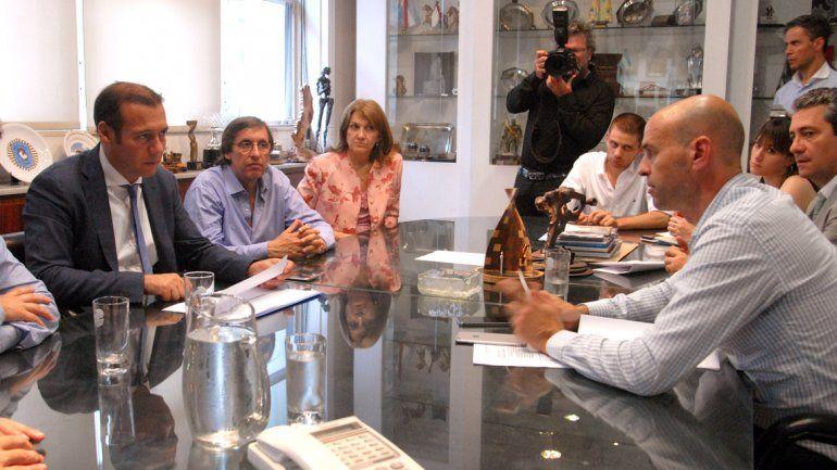 El aeropuerto de San Martín y la Ruta del Petróleo, las prioridades