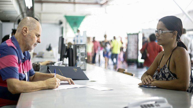 Un voluntario del servicio Escribe Cartas