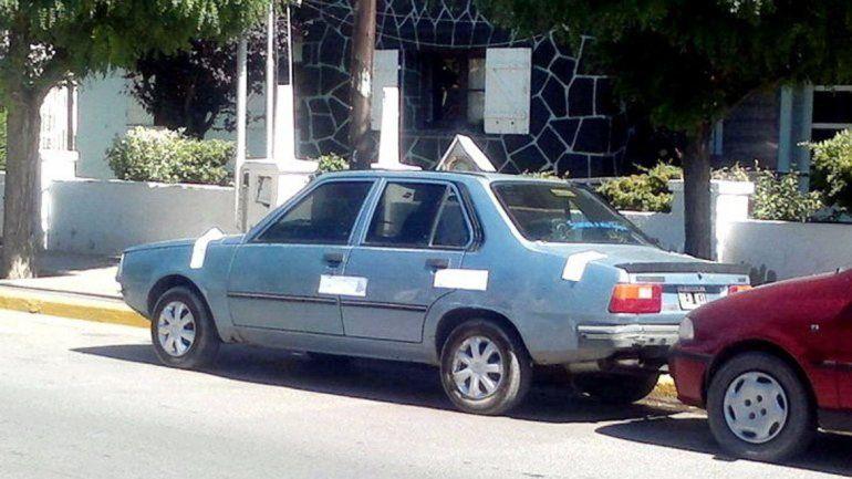 El Renault 18 que habrían utilizado los ladrones fue ubicado por la Policía.