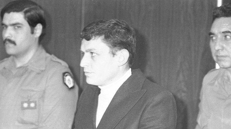 Carlos Robledo Puch en uno de sus tantos traslados a los tribunales.