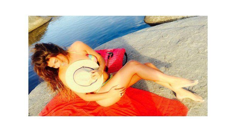 La Niña Loly calentó las sierras cordobesas con fotos hot