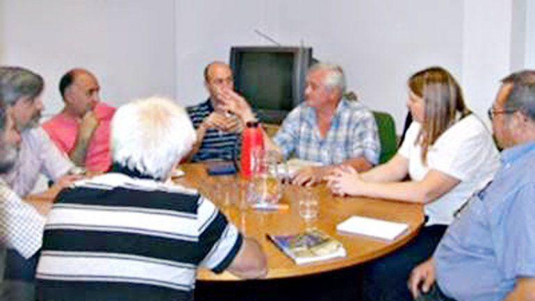 Representantes de las cámaras fueron recibidos por el Gobierno.