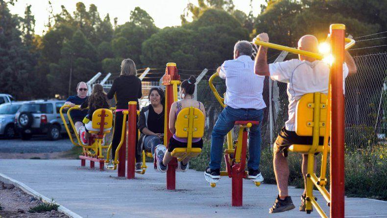 Miles de neuquinos aprovechan para hacer ginmasia en Parque Norte y Valentina
