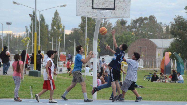 Los deportes también son una buena forma para realizar ejercicio.