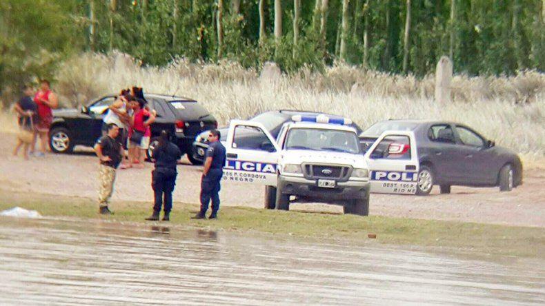 Unos bañistas vieron el cuerpo entre unas ramas en Paso Córdoba.