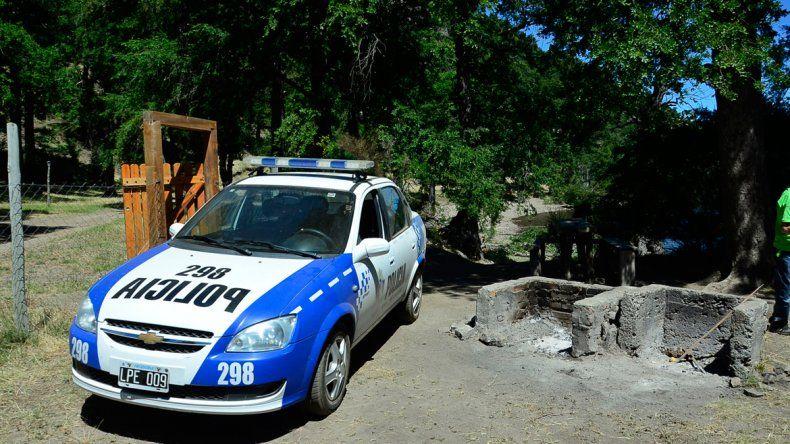 El camping Lolen a la orilla del Lácar. Cayó un árbol de 40 metros.