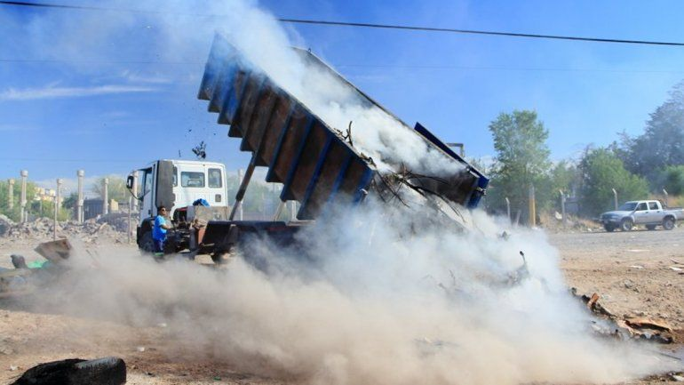 Otra vez prendieron fuego contenedores de basura