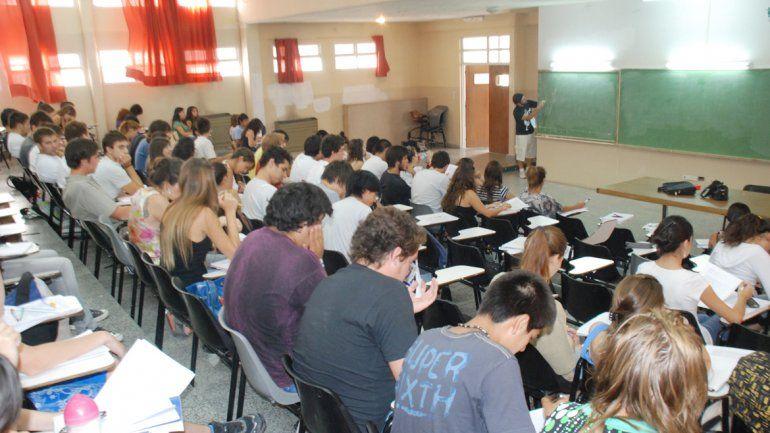 Las inscripciones en la Universidad Nacional del Comahue seguirán en febrero. Hoy hay unos 5000 anotados