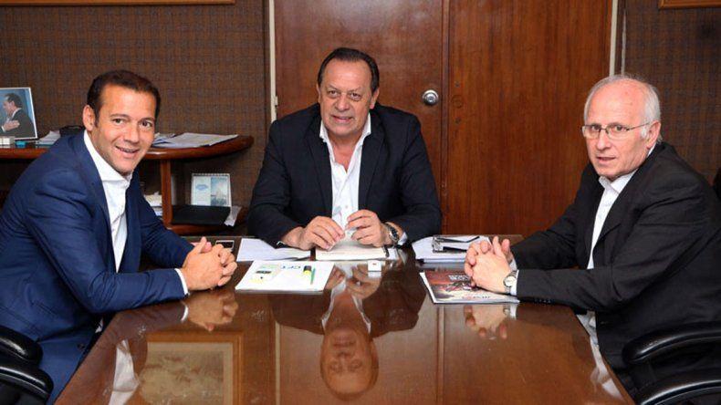Omar Gutiérrez junto a Gustavo Santos y José Brillo.