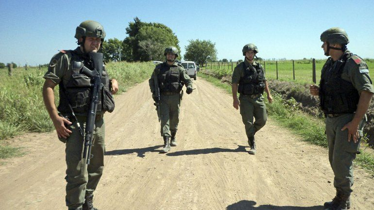 Con helicópteros y francotiradores tratan de cercar a los tres prófugos en Santa Fe