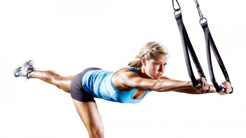 Postura. El TRX tonifica y permite mejorar la postura gracias al fortalecimiento del área central.