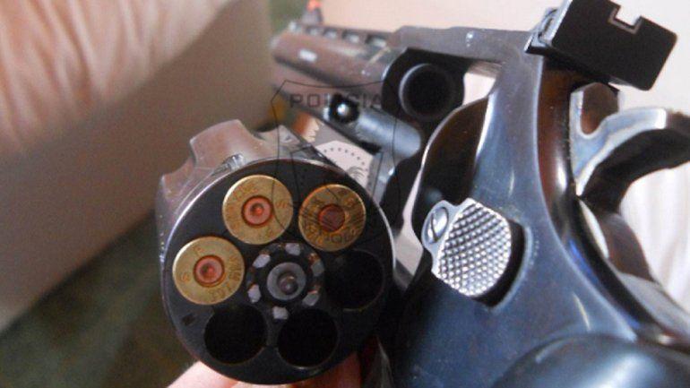 Detuvieron a un hombre con un arma de grueso calibre