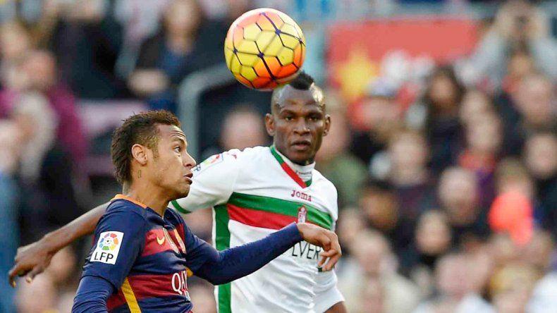 Neymar llegó a 15 goles e igualó a Suarez en la tabla de Pichichis. También va por el Balón.