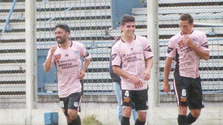 Fondacaro (izquierda) ya jugó contra el Rojo en la temporada pasada.
