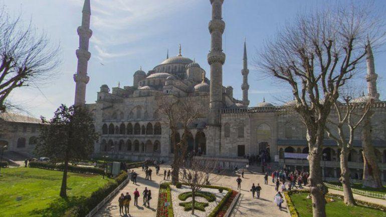 Al menos diez muertos en una explosión en barrio turístico de Estambul