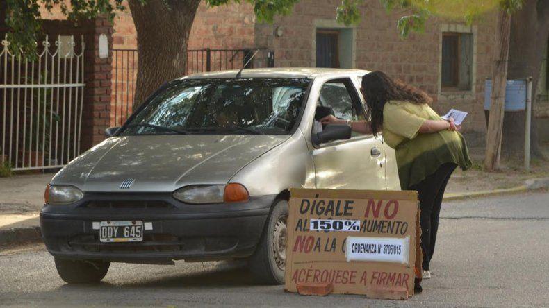 Juntan firmas para impedir el tarifazo de Peressini