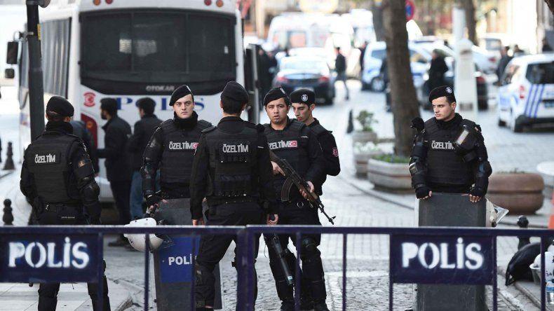 La policía turca en el lugar del atentado