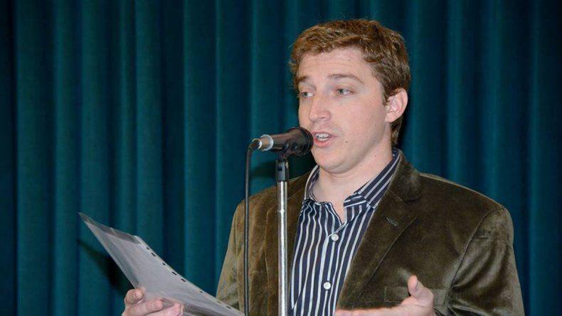 En representación de los graduados habló el licenciado en Administración Lucas Nicolás Calore.
