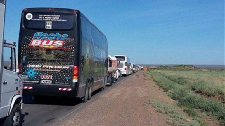 Desocupados hacen piquetes a petroleros en el centro de la provincia