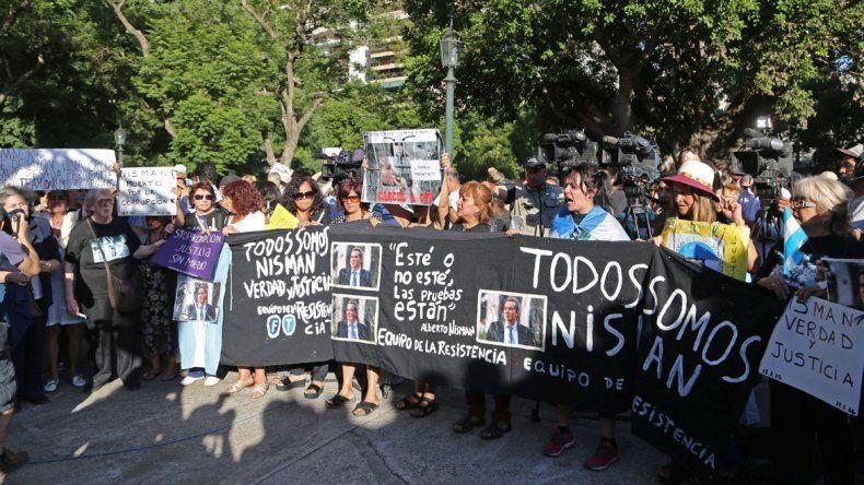 Homenajean a Nisman en la Plaza Alemania, a un año de su muerte