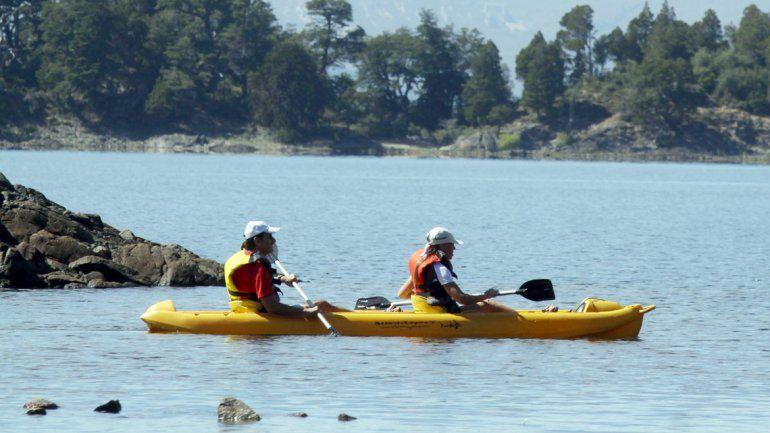 El canotaje es una de las actividades preferidas por los turistas.
