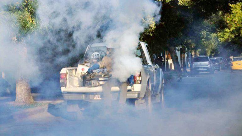 Escenas de fumigación como estas se ven en todo el país.