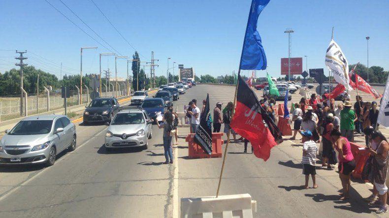 Militantes K levantaron la protesta en los puentes
