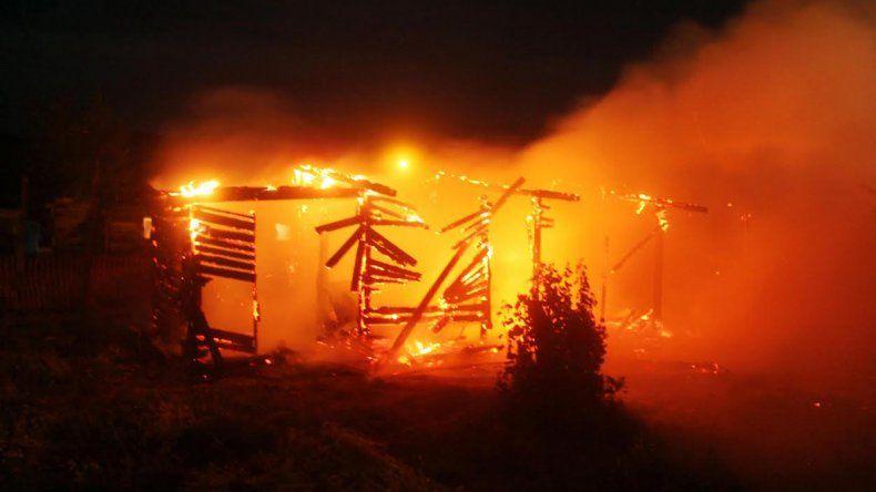 El fuego consumió una casilla en Junín de los Andes