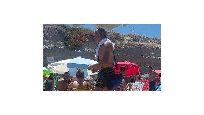 Ivo camina las playas para difundir la obra en la que también actúan Charly G
