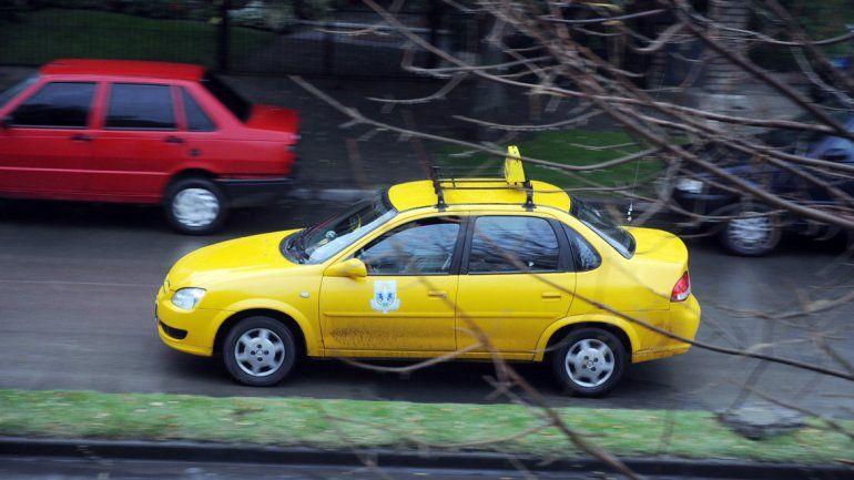 La mujer manejaba su coche en una calle de la ciudad. Un juez de Paz le recomendó ir a tratamiento.