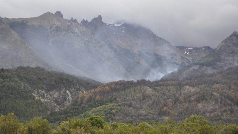 Brigadistas controlaron el incendio en Los Alerces