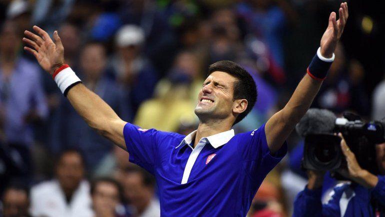 No pierde nunca: Djokovic le ganó a Federer y está en la final del primer Grand Slam del año